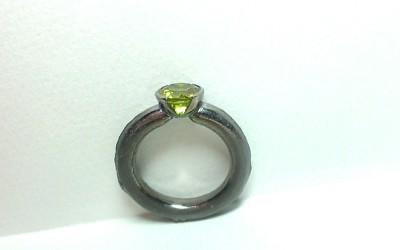 Silberring, geschwärzt, mit grünem Turmalin