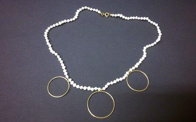 Perlenkette mit Anhängern